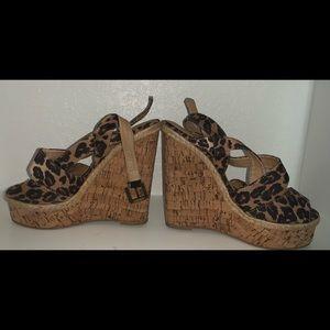 Leopard printed wedges 😍